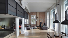 Průmyslový loft, kde se snoubí moderní materiály s historií