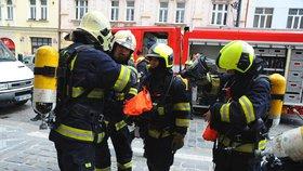 Spálený oběd odhalil smrt! Z bytu v Dejvicích se kouřilo, uvnitř ležel mrtvý důchodce