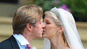Bratranec Alžběty II. provdal ve Windsoru dceru: Královská svatba s českou stopou