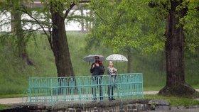 Česku hrozí povodně. Vydatný déšť zasáhne většinu země, sledujte radar