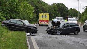 Ošklivá nehoda dvou aut v Suchdole: Pro těžce zraněné nemohl přiletět vrtulník