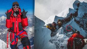 Znepokojující fotografie z Everestu: Mrtvolu kolegy horolezci ve frontě prostě překračovali