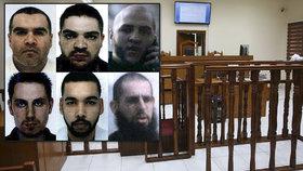 Šestici džihádistů z Francie hrozí poprava. Dvě nevěsty ISIS dostaly doživotí