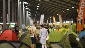 Stovky stanů se vrací do Letňan: Pro děti je nafouknutá skluzavka, pro dospělé otevřená restaurace cestovatelů