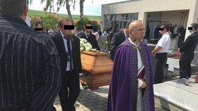 Poslední sbohem, místostarosto (†57)! Hřbitov v Dražůvkách doslova praskal ve švech