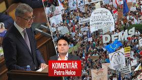 Komentář: Opozice Babišovi znovu dala, co chtěl. Ani plný Václavák ho zatím nepoloží
