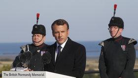 Macron na oslavách Dne D ocenil Čechoslováky. Mayovou ale nechal čekat
