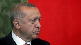 Erdogan drsně účtuje s opozicí. Za pokus o převrat dostalo 151 lidí doživotí