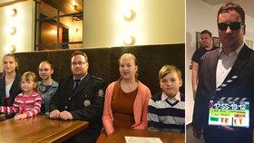 Věra po sobě zanechala pět dětí a osiřelého manžela: Markovi přispěli kolegové od policie 1,5 milionu