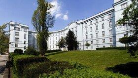 Muž (†44) zemřel v pražské nemocnici. Příčinou smrti byl nejspíš přímo covid-19