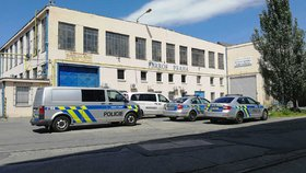 Neštěstí v Kolbenově ulici. Dělník (55) nepřežil nehodu v bývalém areálu ČKD