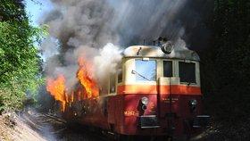 V Košířích hořela lokomotiva. Strojvedoucí zastavil a evakuoval lidi z vlaku