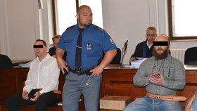Vinili policistu s kamarádem z brutální vraždy: Muže za autem neusmýkali, rozhodl soud!