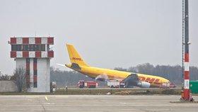 Zaměstnanec letiště v Košicích naboural autem letadlo: Nadýchal tři promile!