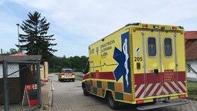 Muž spadl z devíti metrů: Zraněný se jel domů převléknout