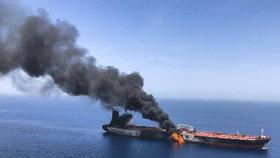 Katastrofa v Rudém moři. Z tankeru uniká ropa, Saúdové mluví o teroru