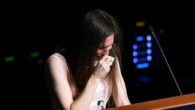 Slzy a útok na novináře. Amanda se prý kvůli cejchu vražedkyně chtěla zabít