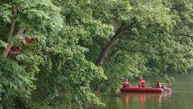 Tragický konec pátrání na Hostivařské přehradě: Muže vylovili už mrtvého!