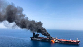 Tankery poškozené výbuchy dorazily k Emirátům. Jedna posádka je zpět na lodi