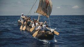 Čeští mořeplavci se vrátili domů. V pravěkém člunu urazili 400 kilometrů