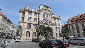 Plány pražského magistrátu: Snížit světelný smog, vyřešit odpadky ve Vltavě nebo nedostatek dobíjecích stanic
