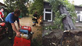 """Bouřky napáchaly škody za stamiliony. Zničily střechy i 60 """"fungl"""" nových aut"""