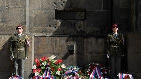 Jeden metr od útěku: Parašutisté se z krypty chtěli prokopat. V Praze na ně vzpomínaly stovky lidí