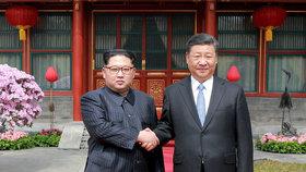 Čínský prezident v KLDR: První návštěva po 14 letech a další napětí s USA