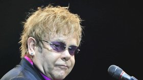 Elton John chytil smrtící infekci: Boj o život na jednotce intenzivní péče