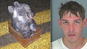 Terorista ukryl hřebíkovou bombu do plyšového medvídka: Chtěl vraždit děti!