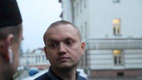 Autem zabil na Silvestra cizinku! Uprchlému Rusovi soud potvrdil devět let. Unikne spravedlnosti?