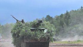 Na západě Čech se bojovalo: Na Bahnech se předvedla moderní i historická vojenská technika