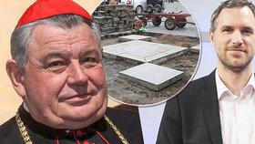 Hřib přirovnal mariánský sloup na »Staromáku« ke Stalinovu pomníku. Měl byste se omluvit, vzkázal Duka
