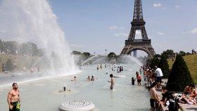 """Extrémní vedra spalují polovinu Evropy. """"A bude hůř,"""" varují experti"""