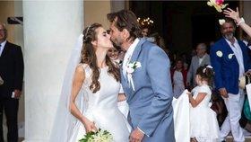 Porotce taneční soutěže se oženil! Vzal si o 25 let mladší hvězdu muzikálu