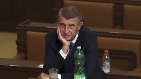 ANO kraluje preferencím i přes mírnou ztrátu. TOP 09 by skončila mimo Sněmovnu