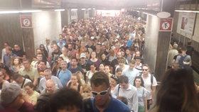 Situace v metru se po ucpání Pražského povstání uklidnila. Dopravní podnik se omlouvá