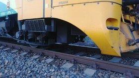 Vlak v Praze najel do kamení: Policie vyšetřuje, jak se tam dostaly