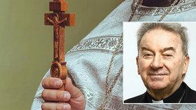 Arcibiskup údajně sahal obětem na zadek. Teď od něj dal Vatikán ruce pryč
