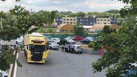 Z kamionu v Praze vyskákali Afghánci a Iráčan. Utekli do polí