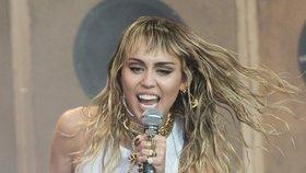 Miley Cyrusová zažila horor na palubě letadla! Její sestra promluvila o strachu ze smrti
