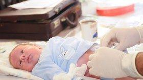 Chlapec se narodil bez penisu: Lékaři popsali jeho zdravotní stav