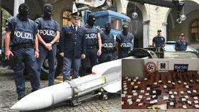 Obří zátah na extremisty v Itálii: Náckům zabavili i funkční raketu