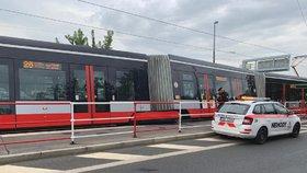 Ve Strašnicích vykolejila tramvaj: MHD jezdila čtyři hodiny oklikou
