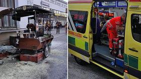Před nádražím v Brně vybuchl stánek s kávou, dva mladí lidé jsou zranění