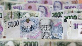 Češi platí daně jak mourovatí. Berňáky vybraly za pololetí o miliardy víc