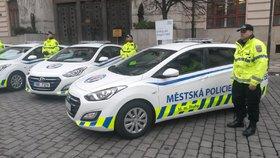 Největší bizáry pražských strážníků: Počůrané ruce, drogy ve víru Vltavy a slon u nemocnice!