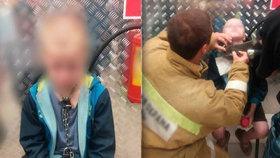 Chlapce (10) přivazoval otec řetězem k radiátoru. Hladové dítě zachránili, když kradlo jídlo