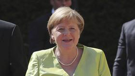 """Merkelová chce domluvit Johnsonovi kvůli brexitu. Měl by být """"spořádanější"""""""