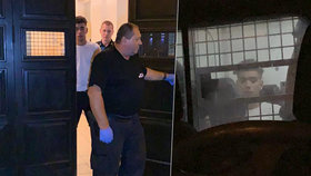 Borkovec v tom zase lítá: Opilého zpěváka (19) v noci převáželi strážníci na záchytku